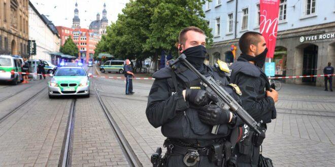 МАСАКР у Немачкој: Мигрант ножем убио троје људи, неколико ранио! (видео)