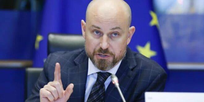 Ви сте хер Билчик са том ЕУ изгубљени у простору и времену! Коју бре ви спољну политику па имате?!