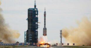 """Три кинеска тајконаута стигла до орбиталне станице """"Тјанхе"""" (видео)"""