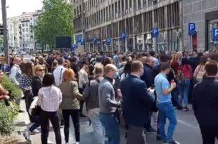 Адвокати стали уз народ: Блокада центра града од Трга републике до Владе