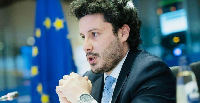 Монтенегрински шиптар прогласио Србе за геноцидан народ па отворено прети Србији и Србима