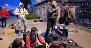 Мигранти нападају Српкиње испред продавница и отимају им храну! БОЈИМО СЕ ДА ИЗАЂЕМО НА УЛИЦУ… (видео)
