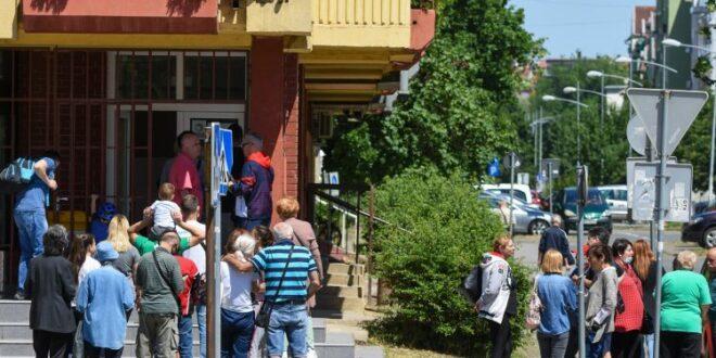 Напредњаци у инвазији на месне заједнице у Новом Саду: Џипови, цедуљице, спискови, претње…