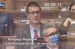 """Боже драги, ко је ове и овакве идиоте гласао и довео у скупштину да """"представљај"""" народ?!"""