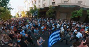УСТАНАК! Масовни протести у Атини и Солуну после најаве присилног вакцинисања деце (видео)
