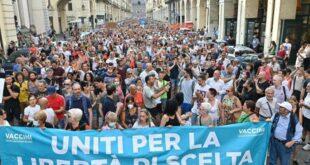 Италија: Масовни протести у око 80 италијанских градова против увођења обавезне санитарне ковид пропуснице (фото, видео)
