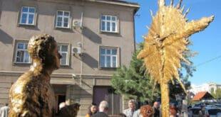 У центру Бањалуке стоји споменик Ивану Мерцу који је деценијама школовао будуће кољаче Срба