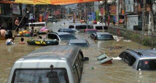 Катастрофалне поплаве у Кини, пуцају бране и вода носи све пред собом (видео)
