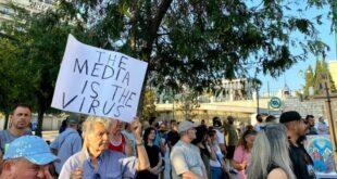 Атинa: Полиција батина противнике вакцинације, медији лажу о броју учесника (видео)