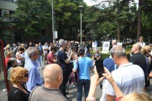 ПОБУНА НА ВРАЧАРУ: Народ тражи оставку Весића због урушавања зграде! (видео)