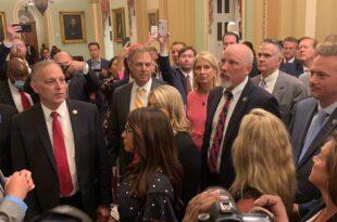 Вашингтон: Протест сенатора против маски у Капитолу, Бајден отишао у болницу?! (видео)