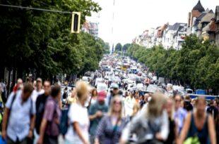 Берлин: Масивне протесте против антикорона мера немачки режим покушава да сузбије бруталном репресијом (видео)