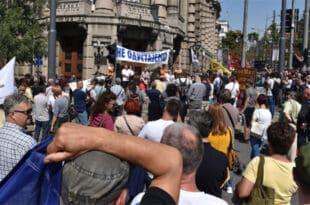 Београд: Други дан протеста просветара због броја ученика у одељењу и платних разреда
