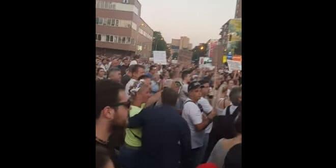 СKОПЉЕ: Протест против диктатуре, неће вакцину, траже оставку Заева… (видео)