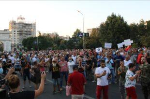 СКОПЉЕ: Протест против диктатуре, неће вакцину, траже оставку Заева! (видео)