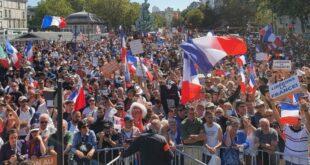 250 000 људи у Француској на протестима против здравствене пропуснице (видео)