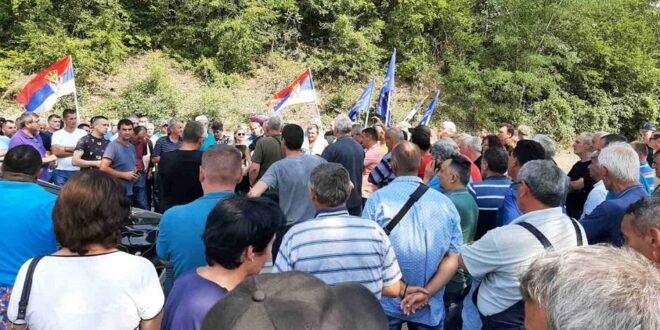 РАДНИЦИ СИМП-а НЕ ОДУСТАЈУ: И данас блокирали магистрални пут, одбијају да им уплате радни стаж!