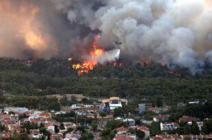 Атина окружена ватром: Аутопут блокиран, град би могао да остане без воде (видео)