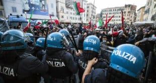 Масовни протести Италијана због обавезне ковид пропуснице