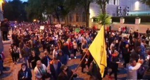 Масовни протести у Летонији против обавезне вакцинације (видео)