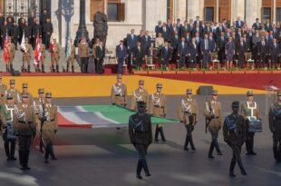 Војна парада, ватромет и фестивалска атмосфера – Мађарска прославља највећи државни празник (видео)