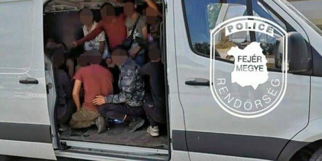 Мигрант наоружан шкорпионом у комбију покушао да пређе аустријско-мађарску границу