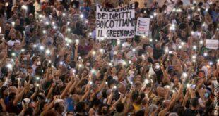 Италија, претње вирусолозима и новинарима због зелених пропусница