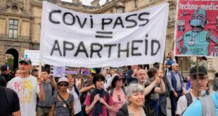 Масовни протести у Италији, грађани изашли на улице због нових антиковид мера (видео)