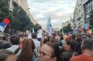 Београд УЖИВО: МАСОВАН протест против увођења ковид пропусница и присилне вакцинације (видео)