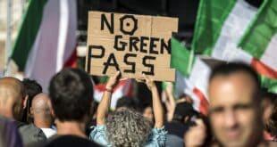 ИТАЛИЈА масовни протести против ковид пасоша: У Риму 100.000 људи, у Трсту више од 20.000 (видео)