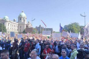 Рио Тинто је успео да на улици окупи леве, десне, грађанере, народњаке све и остале...