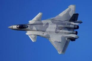 Кина први пут јавно представила летачке могућности својих ловаца пете генерације Ј-20 (видео)