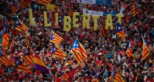 Барселона: Више од 100.000 људи на улицама захтева независност Каталоније (видео)