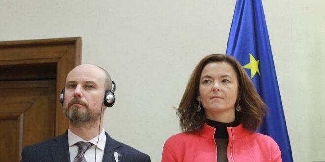 Представници ЕУ наместили про-еу опозицију Вучићу да их на изборима откине од ку*ца