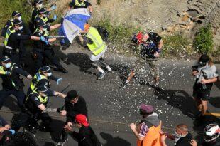 Аустралија: Народу у Мелбурну доста закључавања, растерали полицију са улице (видео)