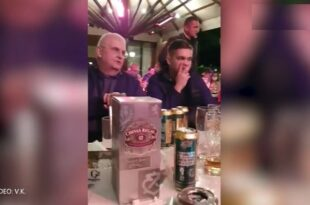 Мило и Чанак циркају пиво и виски у кафани док рафали одјекују око цетињског манастира (видео)