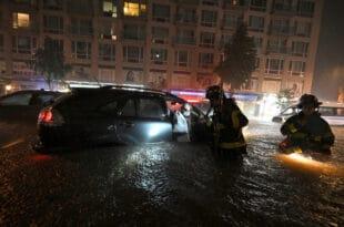 САД: Најмање 41 особа страдала у јаким кишама и поплавама у Њујорку и околним државама (видео)
