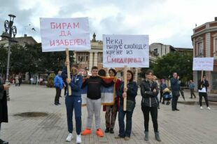 СМЕДЕРЕВЦИ поручили на протесту против вакцине: Кризни штабе, претиш џабе! (фото, видео)