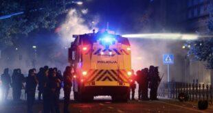 Синоћни хаос у Љубљани! Протести против корона мера се претворили у урбани рат са полицијом (фото, видео)