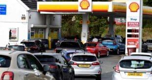 Велику Британију погодиле несташице горива, масивни редови за гориво (фото, видео)