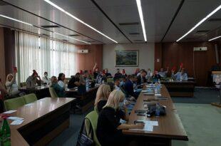 Сви одборници СНС гласали против помоћи породиљама и породицама са децом