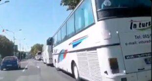 Вучићeва предизборна кампања у Краљеву – аутобуси, сендвичи, црвене… (видео)
