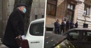 """Народ испред Конове куће тражио кривичну одговорност узвикујући:""""Менгеле, Менгелe"""" (видео)"""