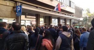 Чланови Синдиката радника ЕПС-а протестовали испред седишта тог предузећа (видео)