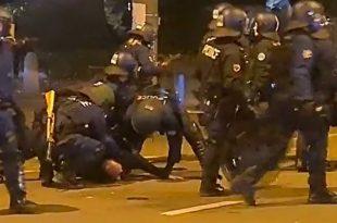 Швајцарскa: Сузавац, водени топ и гумени меци на протесту против ковид пропусница (видео)