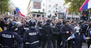 ХАОС У СЛОВЕНИЈИ! Полиција на грађане сузавцем, воденим топовима и коњицом! (видео)