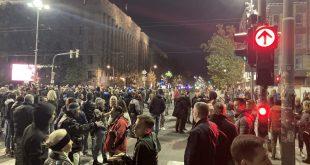 У Београду и Нишу одржани протести због увођења ковид пропусница (видео)