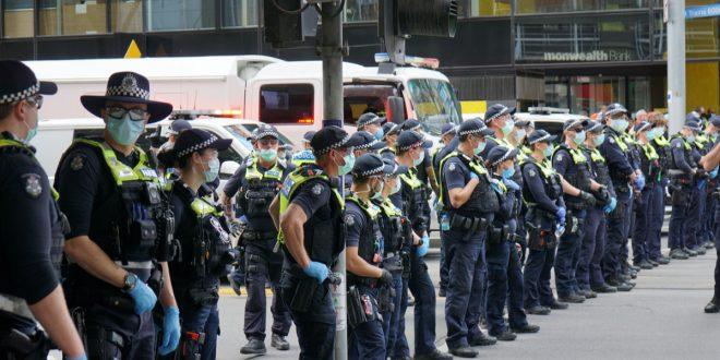 Такер Карлсон: Аустралија данас личи на Кину с почетка пандемије (видео)