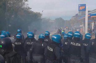 ИТАЛИЈА У ХАОСУ Стотине хиљада људи на улицама се боре против увођења АПАРТХЕЈДА (видео)