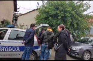 Хаос у Неготину: Напредњаци ухваћени у крађи избора, полиција хапси опозицију! (видео)